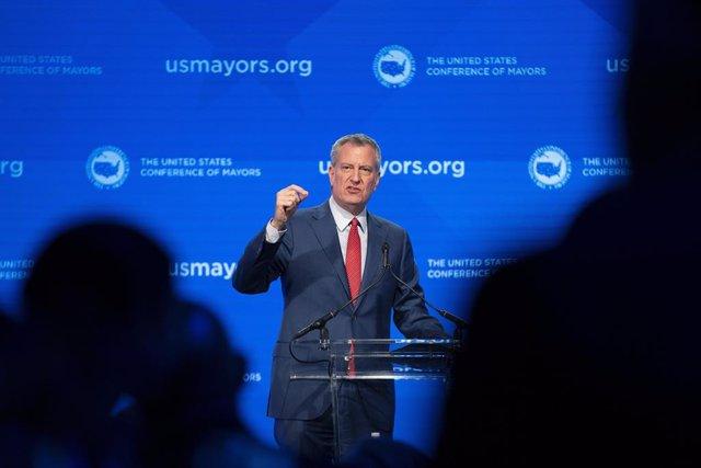 EEUU.- El alcalde de Nueva York, Bill de Blasio, apoya a Sanders como candidato