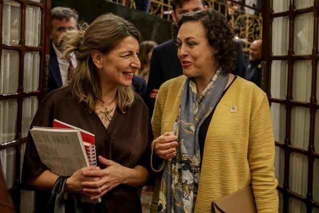 La ministra de Trabajo y Economía Social, Yolanda Díaz, y la presidenta de la Comisión del Pacto de Toledo, Magdalena Valerio