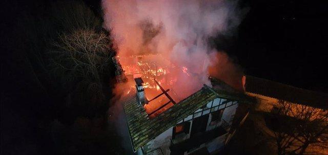 Un incendio destruye una casa en Irurozqui
