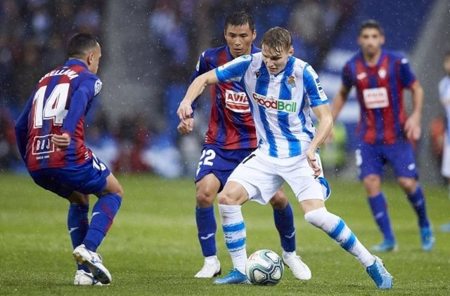 Martin Odegaard, de la Real Sociedad, en un partido contra la SD Eibar.