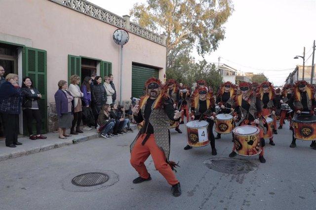Desfile de una de las comparsas de Sa Rua de Marratxí 2020
