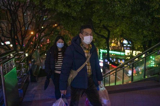 Coronavirus.- China eleva a 1.665 los muertos y a 68.500 los afectados por el nu
