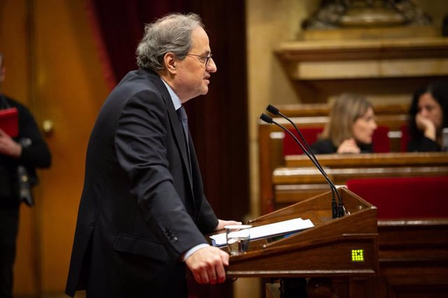 El president de la Generalitat, Quim Torra, interviene desde la tribuna durante una sesión plenaria en el Parlament de Cataluña, en Barcelona (Catalunya, España), a 12 de febrero de 2020.