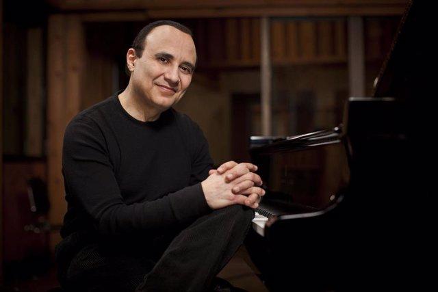 El pianista y compositor Michel Camilo, que acutará el viernes con la OSCyL al mando de Andrés Salado.