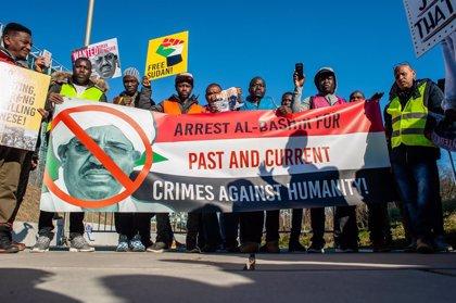 Sudán.- Al Bashir comparece en Sudán para responder de las acusaciones de crímenes durante el conflicto en Darfur
