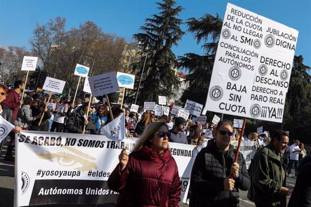 Manifestación de autónomos de todos los sectores para reivindicar mejoras laborales  en Madrid (España) a 16 de febrero de 2020.