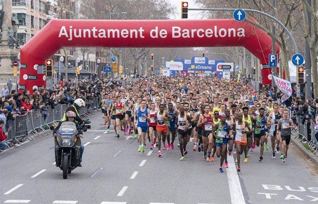 Salida de la 30ª edición de la eDreams Mitja Marató de Barcelona.