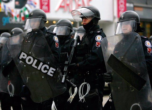 Policia antidisturbis a Toronto