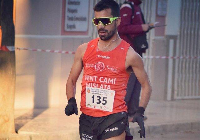 Iván Pajuelo, en plena carrera de 50 km marcha.