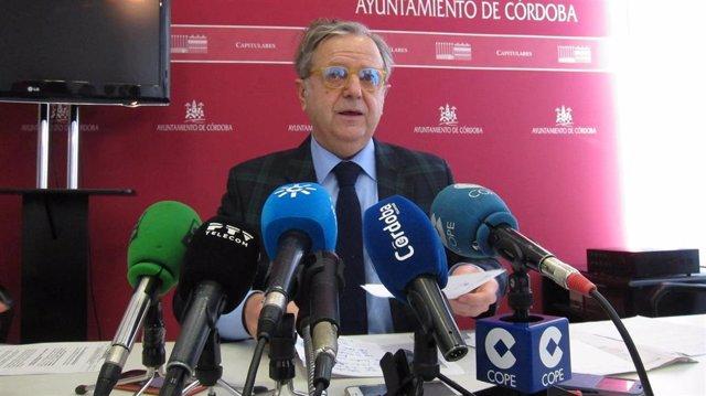 Salvador Fuentes.