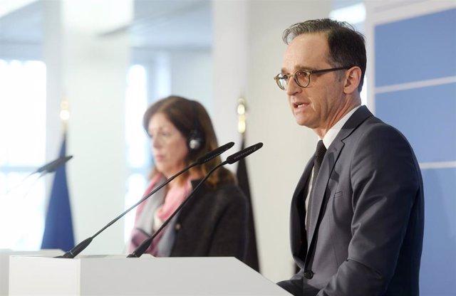 El ministro de Exteriores de Alemania, Heiko Maas, y la enviada especial adjunta de la ONU a Libia, Stephanie Williams