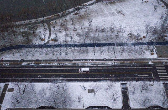 El tráfico ha quedado totalmente restringido excepto a los servicios de emergencia, en Hubei, China