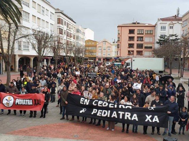 Manifestantes en Cedeira por la recuperación del servicio de pediatría