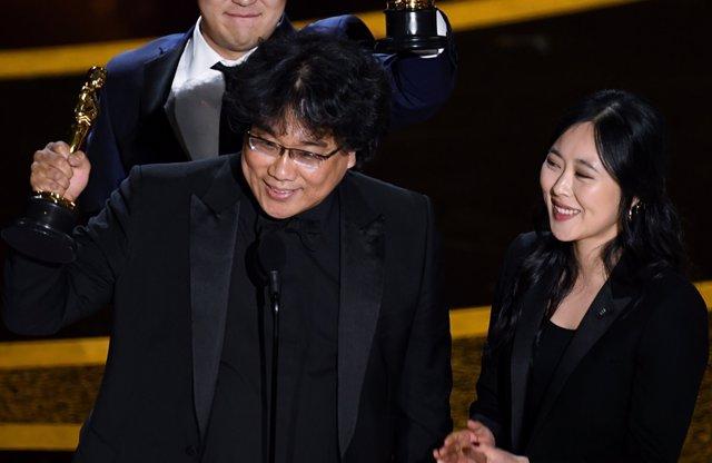 El director de Parásitos en la gala de los Oscar