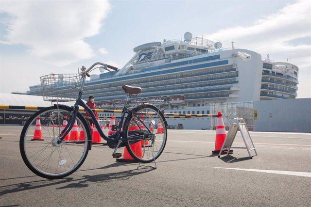 El crucero 'Diamond Princess, en cuarentena en las costas de Yokohama.