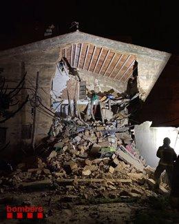 Una casa de Sant Pere de Riudebitlles (Barcelona) s'ha ensorrat aquest diumenge a la nit
