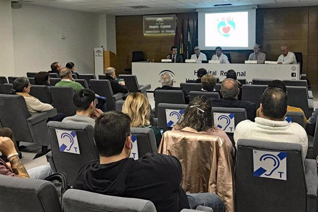 La Asociación de Pacientes del Corazón del Hospital Regional de Málaga forma en técnicas de RCP a la Policía Local y a entrenadores deportivos