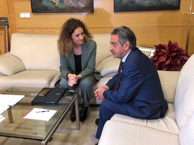 La delegada del Gobierno en Cantabria, Ainoa Quiñones, y el presidente de Cantabria, Miguel Ángel Revilla