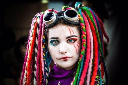 Cómo cuidar los ojos en Carnaval: precaución con las lentillas de colores, el maquillaje y las pelucas