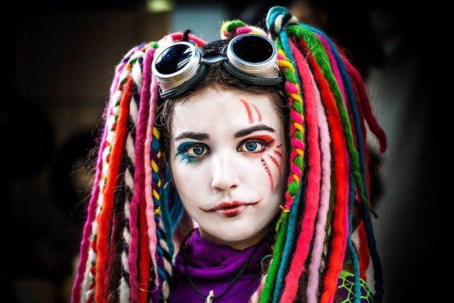 Carnaval, disfraz, lentillas de colores.
