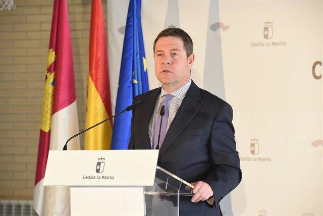 El presidente del PP de C-LM, Emiliano García-Page, durante la inauguración este lunes de las nuevas instalaciones del CEIP 'Ildefonso Navarro' de Villamalea