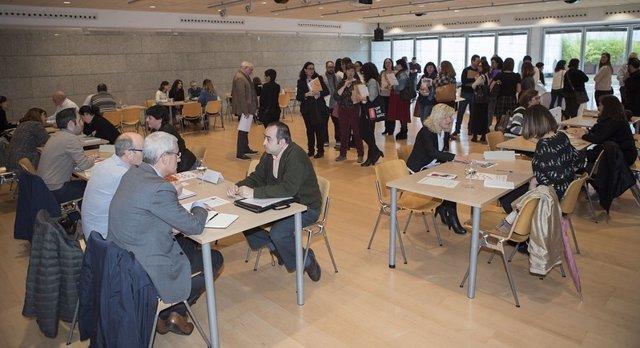 Empresas alavesas asisten a la presentación de las 'Lanzaderas de Empleo' de Vitoria y Llodio
