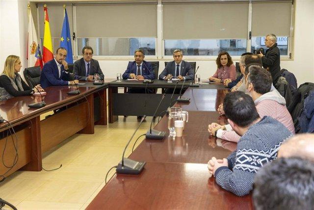 """Gobierno y comité de empresa apuestan por buscar soluciones para Sniace desde la """"unidad"""""""