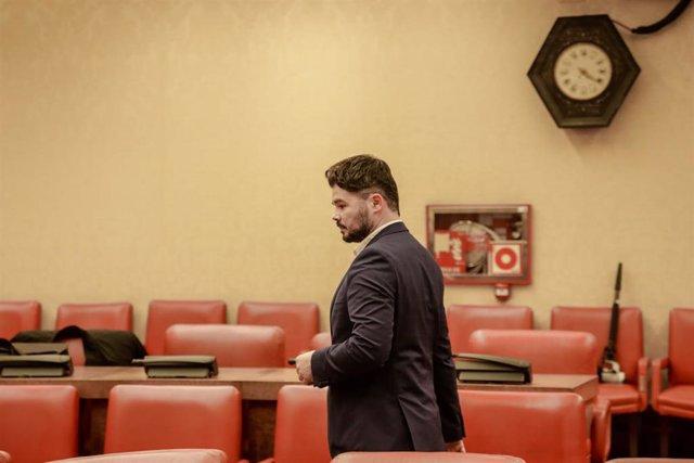 El portavoz de ERC en el Congreso de los Diputados, Gabriel Rufián, a su llegada a la Comisión Constitucional del Congreso