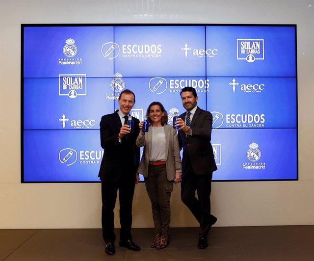 Emilio Butragueño, Ana González y Jesús Núñez