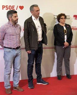 Julio Del Valle (izda) junto al recién nombrado delegado del Gobierno en CyL, Javier Izquierdo, y a la diputada Helena Caballero.