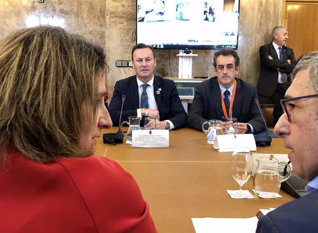 Los consejeros de Medio Ambiente, Guillermo Blanco, y de Industria, Francisco Martín, con la ministra de Transición Ecológica, Teresa Ribera