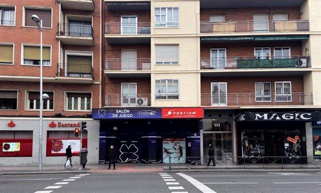 Locales de apuestas en la Calle Bravo Murillo, en Madrid (España) a 21 de enero de 2020.