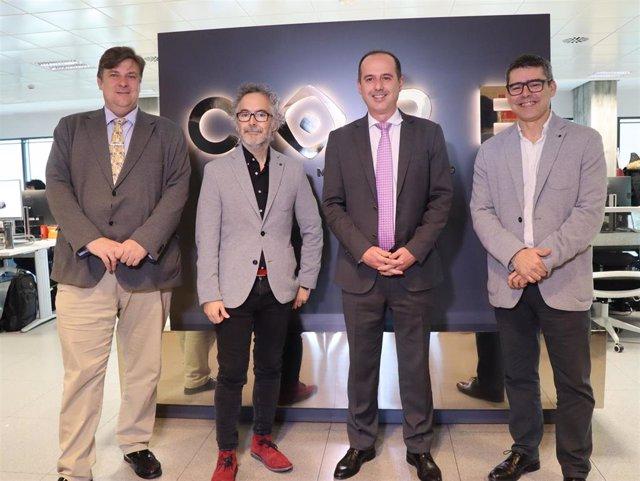 El alcalde de Guadalajara, Alberto Rojo, visita los estudios de animación del guionista y director Pedro Solís.