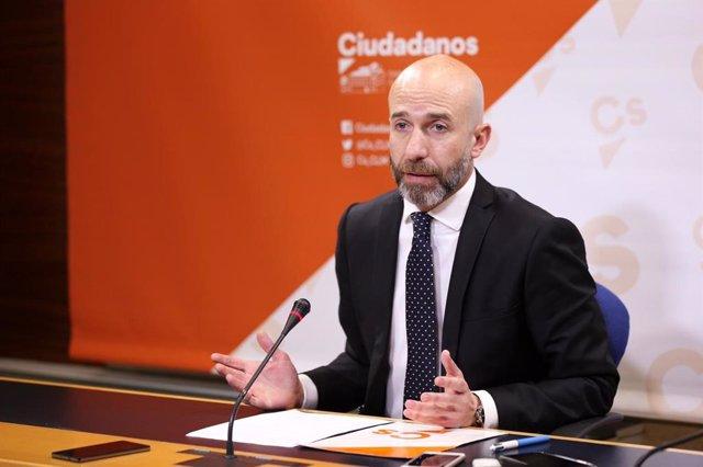 El diputado de Ciudadanos David Muñoz en rueda de prensa.