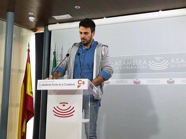 El portavoz adjunto de Ciudadanos en la Asamblea, David Salazar, en rueda de prensa tras la Junta de Portavoces en la Cámara regional