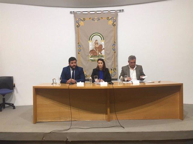 La directora general, Mar Ahumada, junto con el delegado territorial en Cádiz de Turismo, Regeneración, Justicia y Administración Local, Miguel Rodríguez