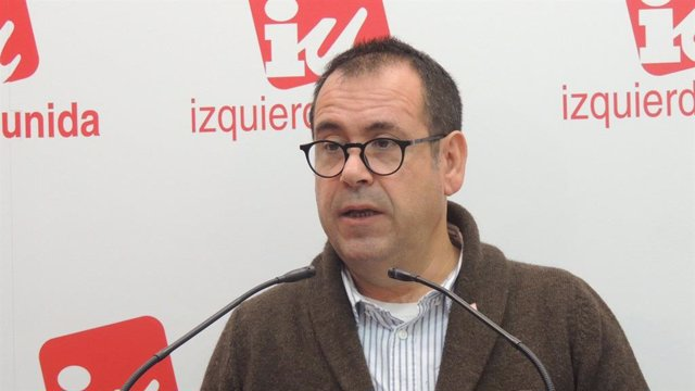 El portavoz de IU C-LM, Juan Ramón Crespo, en rueda de prensa.