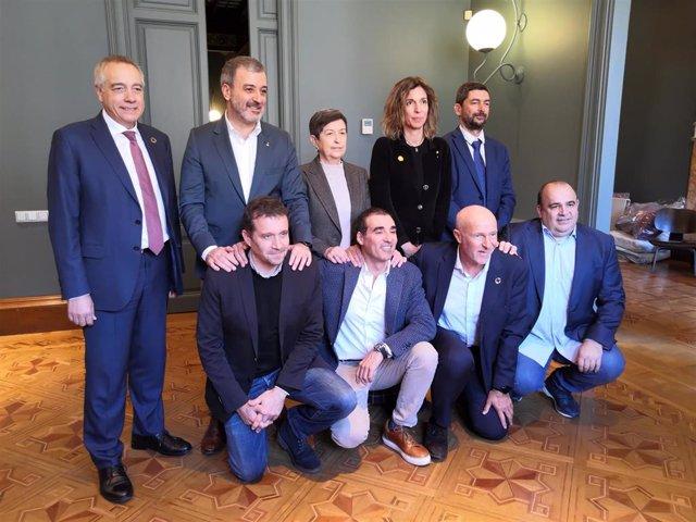 Presentación de la iniciativa Tech Spirit Barcelona, con Pere Navarro, Jaume Collboni, Teresa Cunillera, Angels Chacón, Joan Canadell (segunda fila) y Miquel Martí, Miguel Vicente, Carlos Grau, Carlos Blanco (primera fila), el 18 de febrero de 2020.