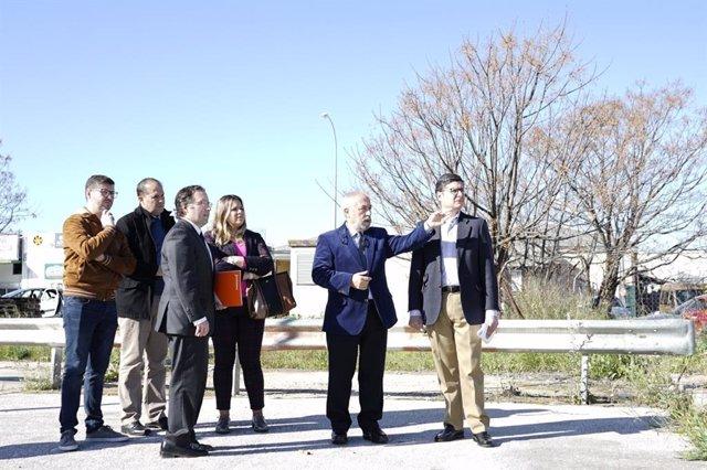 El portavoz de Ciudadanos (Cs) en el Ayuntamiento de Sevilla, Álvaro Pimentel, visita un polígono industrial