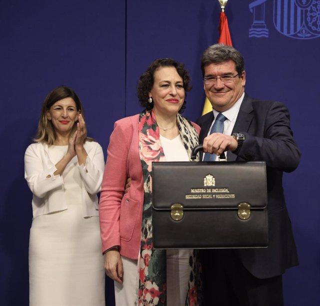 La exministra de Trabajo y presidenta de la Comisión del Pacto de Toledo, Magdalena Valerio, junto al ministro de Seguridad Social, Inclusión y Migraciones, José Luis Escrivá