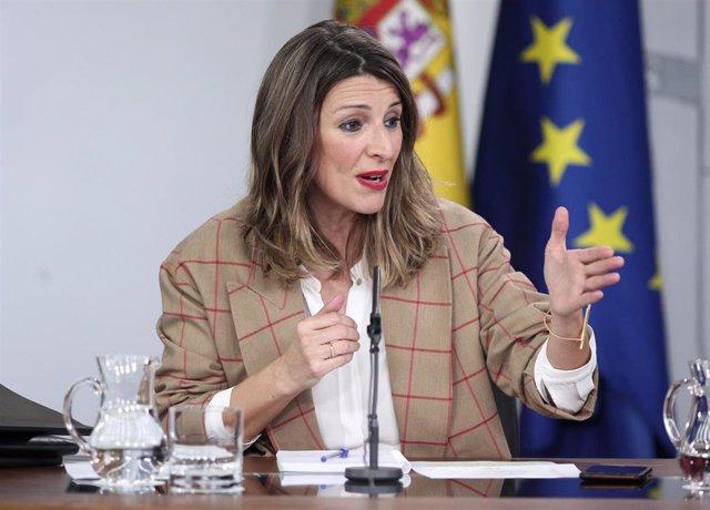 La ministra de Trabajo y Economía Social, Yolanda Díaz, comparece en rueda de prensa tras el Consejo de Ministros en Moncloa, en Madrid (España), a 18 de febrero de 2020.