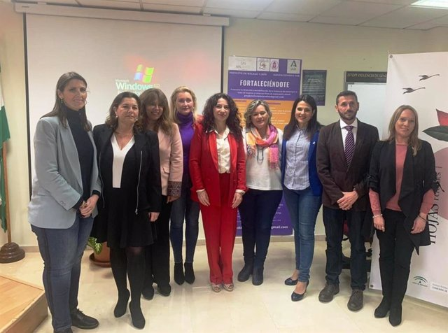 La consejera Rocío Ruiz presenta el programa Fortaleciéndote para mujeres y menores víctimas de la violencia machista que se llevará a cabo en Jaén y Málaga