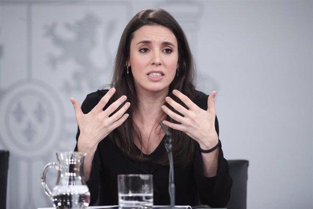La ministra de Igualdad, Irene Montero, comparece en rueda de prensa tras el Consejo de Ministros en Moncloa, en Madrid (España), a 18 de febrero de 2020.