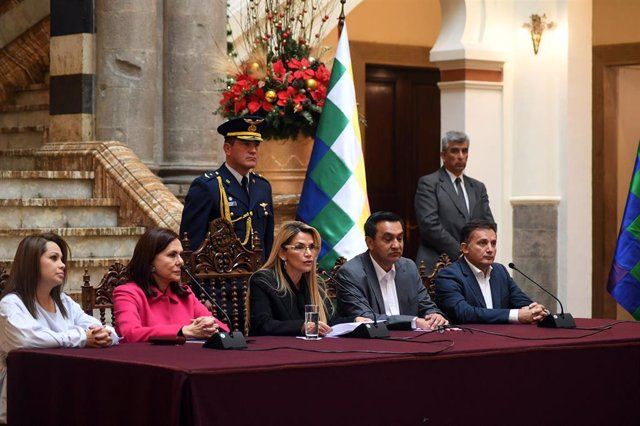 30 December 2019, Bolivia, La Paz: Jeanine Anez (C), interim president of Bolivia, announces the expulsion of several diplomats from Mexico and Spain in an escalation of a diplomatic row. Photo: Reynaldo Zaconeta Caballero/ABI/dpa