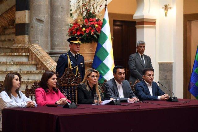 España escoltó a asilados en la Embajada de México en Bolivia para que dejaran e