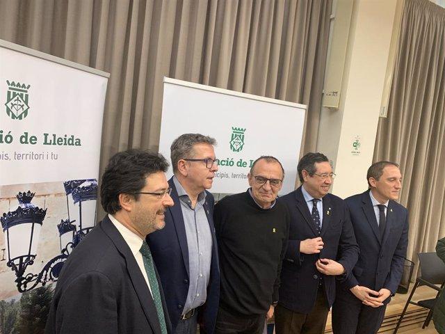 El secretari d'Infraestructures del Govern, Isidre Gavín; el president de la Diputació de Lleida, Joan Talarn; l'alcalde de Lleida, Miquel Pueyo; el delegat del Govern a Lleida, Ramon Farre, i el subdelegat del Govern central a Lleida, José Crespín.