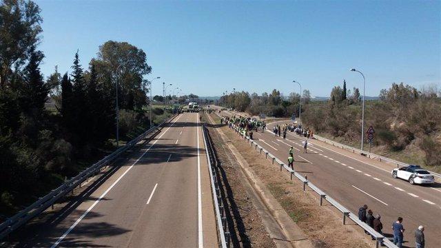 Corte de la A-5 en Badajoz en las protestas agrarias