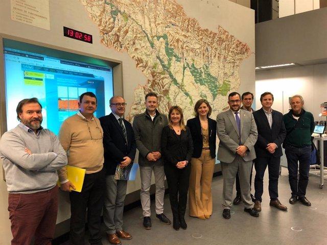 Representantes del Gobierno de Navarra y de la CHE al término de la reunión