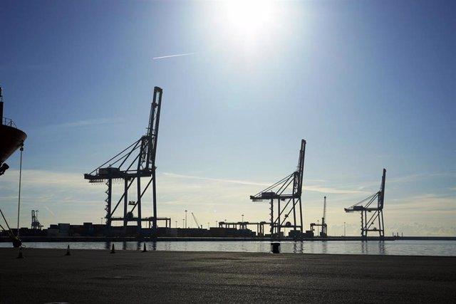 Grúas en el Puerto de Tarragona