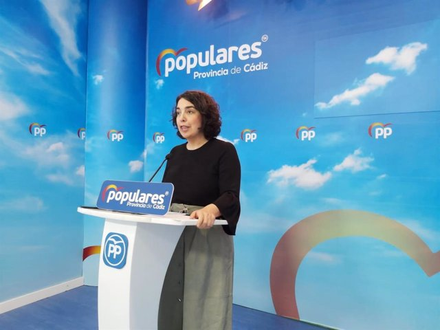 La portavoz provincial del PP de Cádiz, Carmen Sánchez, en rueda de prensa.